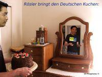 DH-Roesler_bringt_Kuchen